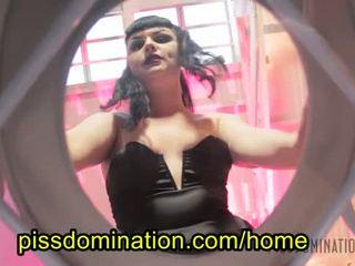 Quinn helix emo vrouwelijke dominantie pov piss