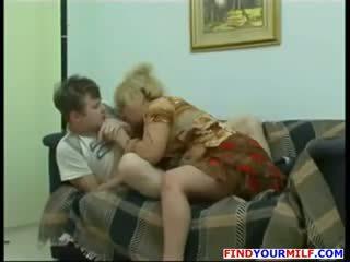 Mesum mother with big susu nyasarké her son