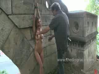 Alice romain culo follada y paraded alrededor en público