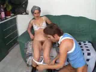 Grand-mère baise ami fils vidéo