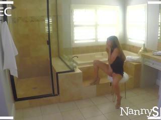 Nannyspy tēvs takes priekšrocība no porno addict nanny nina north