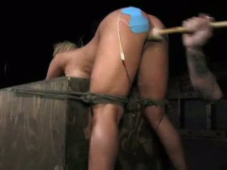 Shyla styles gets viņai vāvere fucked ar a dildo un stimulat