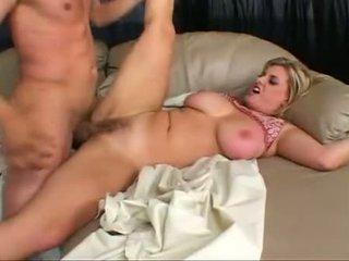 Blondie kala prettyman likes the jūtas no masīvs dzimumloceklis probing twat