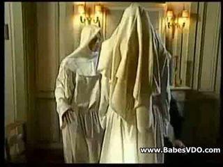 Nuns sikme ile priest ve hippi