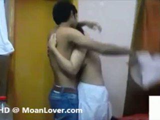 Секси индийски двойка хардкор целувки