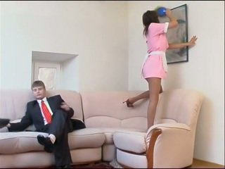 La dracu cu tineri housemaid