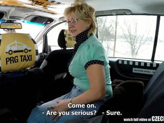 Чешка зріла білявка голодний для taxi drivers пеніс: порно 99