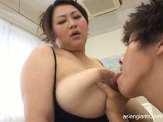 亚洲人 大美女 同 大 胸部