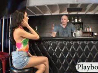 Eng brünette mieze amia miley gefickt im ein restaurant bar