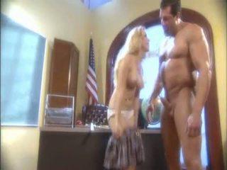สีบลอนด์ aiden starr blowing a มาก pipe และ receives เธอ เปียก hole licked