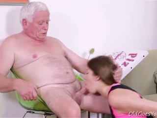 Rita غير getting استعداد إلى منح فوق لها virginity لكن هي needs two guys إلى ال وظيفة!