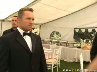 Bẩn vợ fucking onto cô ấy đám cưới ngày lõi cứng