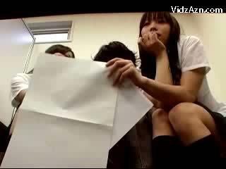 2 dolls čiulpimas guy pakliuvom o waiting už the teachers į the ofisas