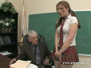 Estudante fucks porca velho professora para passar classe