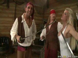 A kings wife down onto the pirates obrovské telo sword