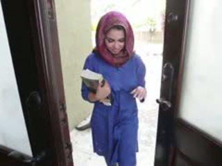 Kiimas brünett arab teismeline ada gets filled