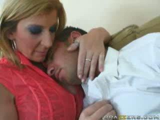 Besar titties mama sarah jay