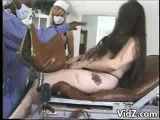 Preggo slet geneukt door latex nurses
