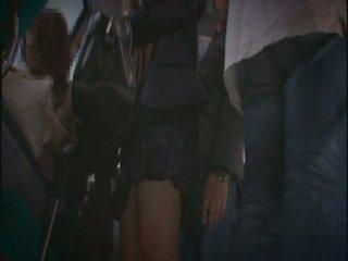 Jong schoolmeisje betast en facial in subway