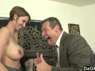 Rondborstig secretaresse geil voor sommige austrian lul