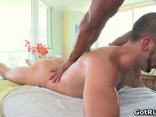 Muscular bald hunk masaje dude entonces