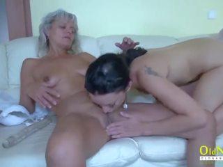 Oldnanny two rijpere lesbiennes en glas dildo
