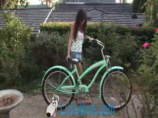 April oneil screws il bike! aggiunto 02 18 2010