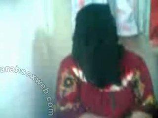 Arab hottie v hijab exposes pussy-asw577