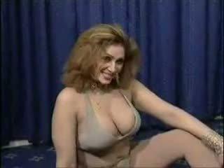 パキスタンの bigboobs aunty ヌード dance で 彼女の ベッドルーム