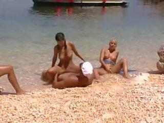 Met 4 op de strand