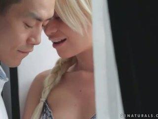 Lindsey olsen enjoys romantic sekss ar aziāti puika