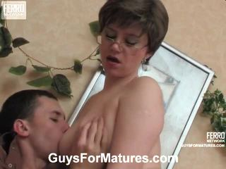 більш річний молодий секс штаб, зрілі порно, гарячі young girl in action подивитися