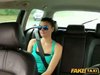 সুন্দরী scarlet banged সঙ্গে একটি cab driver