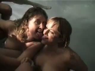 Stupid dronken meisjes giving hoofd in de zwembad