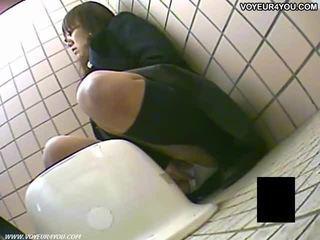 Rahsia tandas camera pengintip/voyeur kanak-kanak perempuan masturbation
