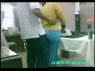 Guy fucks potelée égyptien copine sur amateur espion cam