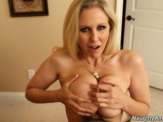 Sleaze blonda gigant rack milf julia ann titfucks ei sons tutore