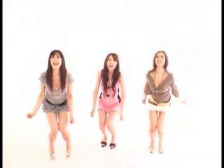 Ázijské holky swallowing