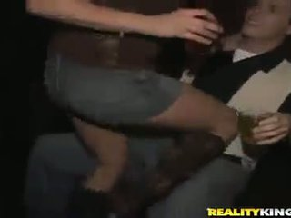Smut nymphs hebben shaged in hun pinks en rumps na clubbing
