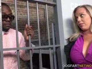 Amber lynn bach fucks yang hitam guy dalam yang penjara