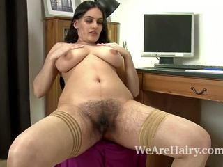 Sexy riani fingers të saj me lesh pidh në the tavolinë