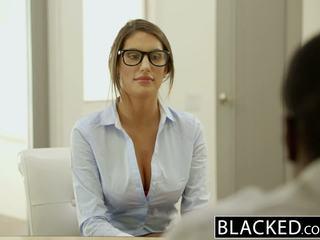 Blacked august ames gets an بين الأعراق امرأة سمراء