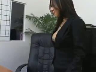 Sihteeri sativa rose sisään sukkahousut helvetin päällä hänen bosses kirjoituspöytä