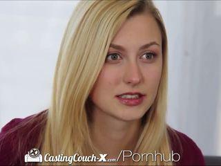 Valu couch-x blondi cheerleaderin shows pois päällä nokan