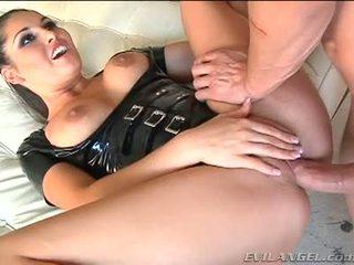 Emma cummings en latex costume gets baisée droit en la cul
