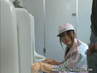 Japense cleaner loves varpa į darbas