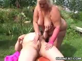 Tučné vyzreté blondýna hračka fucked