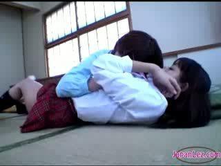 Ціпонька getting її тіло kissed сідниці rubbed з пизда на the підлога