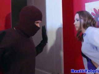 Dona de casa assfucked por um midnight ladrão