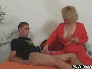 Vaimo leaves ja hänen äiti fucks poika sisään laki